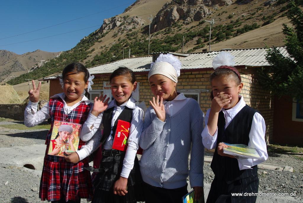 kirgisische Schulmädchen